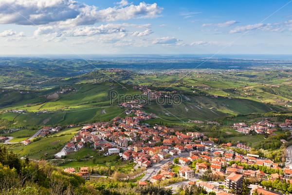 Современный пригородный район Сан-Марино, вид сверху
