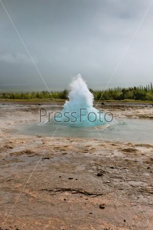 Фотография на тему Исландия: извергающийся гейзер Строккюр
