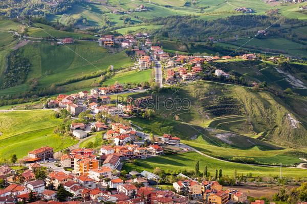 Фотография на тему Современный пригородный район Сан-Марино, вид сверху