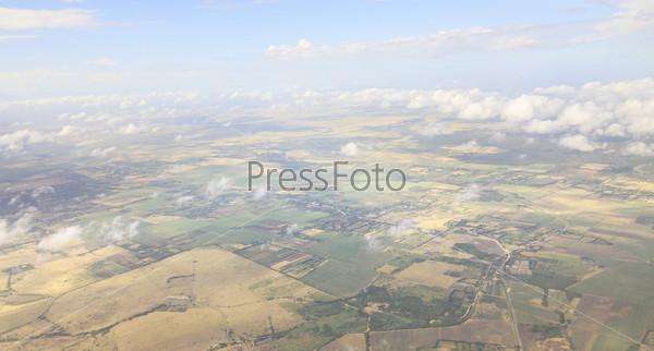 Облака над землей (вид с самолета). Куба