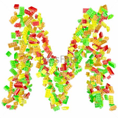 Буква M из детских кубиков