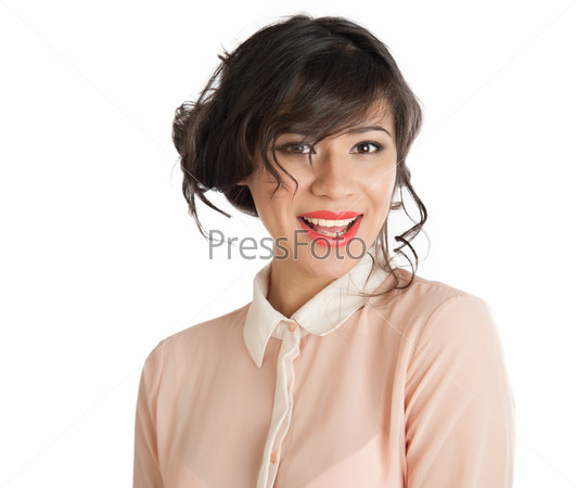 Красивая смеющаяся женщина с ярко-красными губами