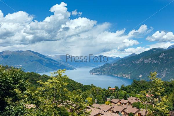 Фотография на тему Вид на озеро Комо, Италия
