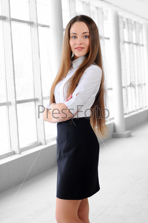 Фотография на тему Портрет молодой девушки в бизнес-офисе