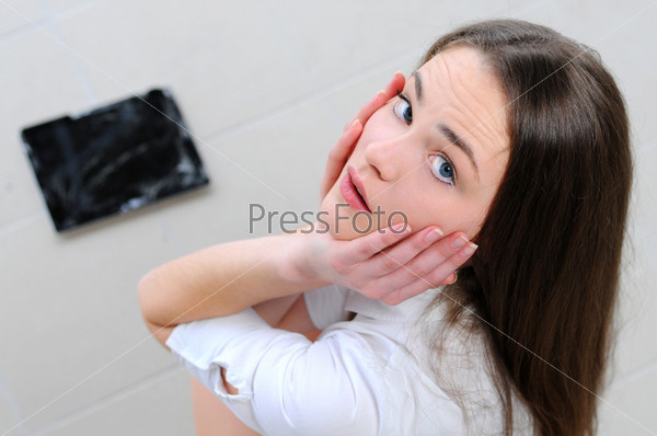 Молодая бизнес-леди разбила планшет
