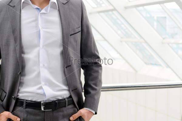 Человек в костюме