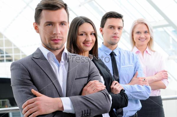 Фотография на тему Группа деловых людей в офисе