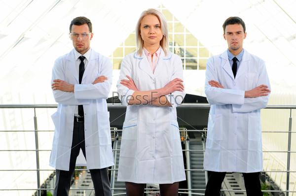 Портрет врачей в современной больнице