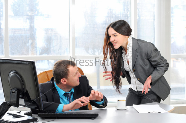 Фотография на тему Начальник обвиняет работника в офисе