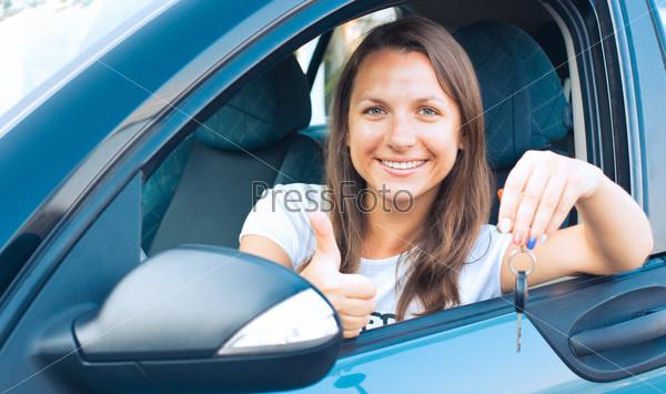 Фотография на тему Женщина с ключами в автомобиле