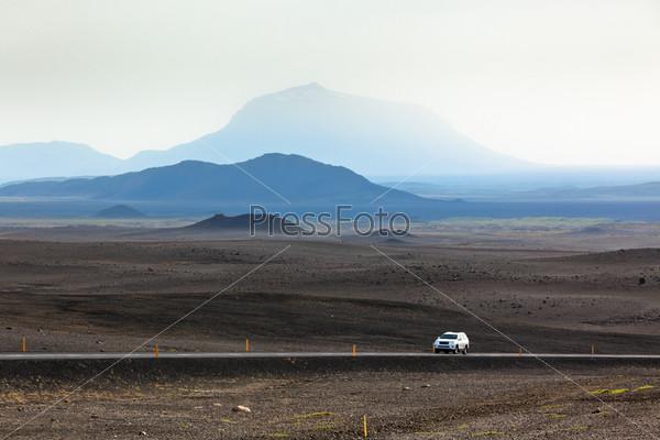 Шоссе через горы Исландии