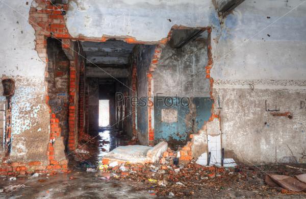 Фотография на тему Интерьер разрушенного здания