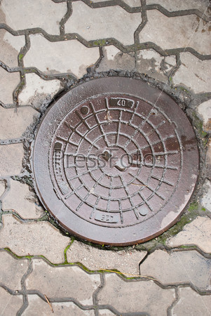 Старый канализационный люк