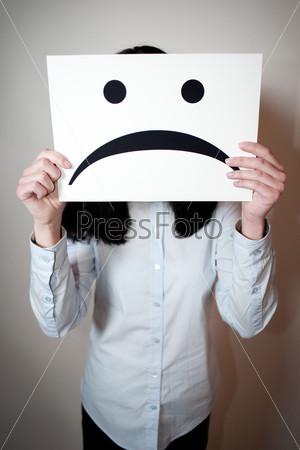 Лист бумаги с грустным лицом