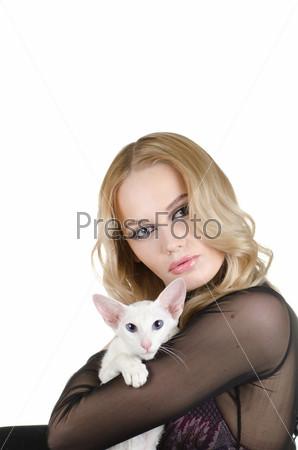 Женщина с ориентальной короткошерстной кошкой