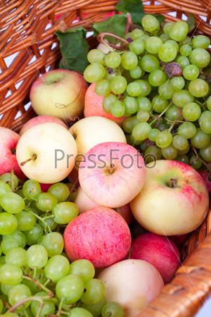 Фотография на тему Яблоки и виноград