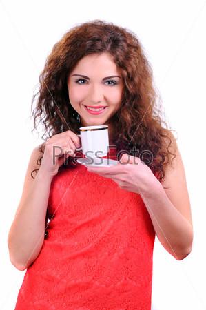 Женщина с чашкой кофе, изолированная на белом фоне