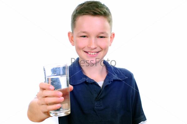 Фотография на тему Мальчик пьет воду