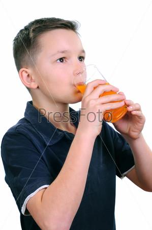 Фотография на тему Мальчик пьет сок