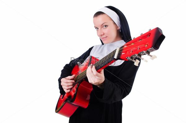 Фотография на тему Монахиня играет на гитаре, изолированная на белом