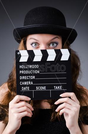 Женщина с кино-хлопушкой