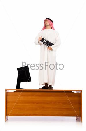 Арабский бизнесмен на столе