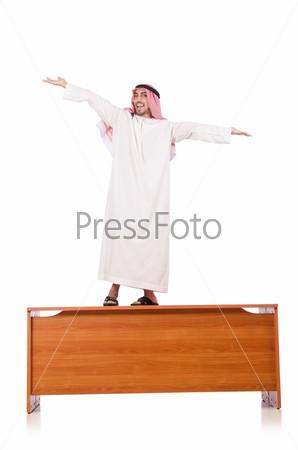 Фотография на тему Арабский бизнесмен на столе