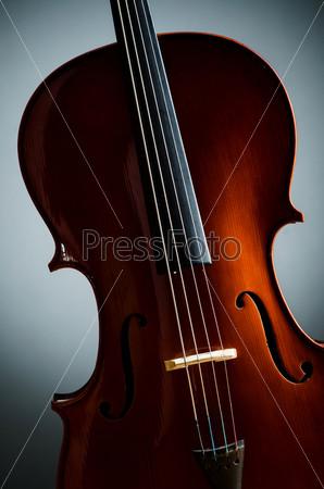 Фотография на тему Скрипка в темной комнате