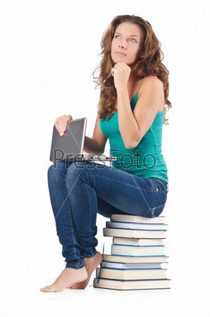 Фотография на тему Студентка с нетбуком сидит на книгах