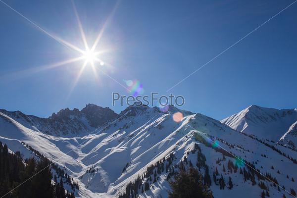 Зимние горы в Ак Булак, Алматы, Казахстан, Азия