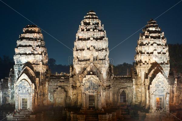 Фотография на тему Храм Пранг сам Йот