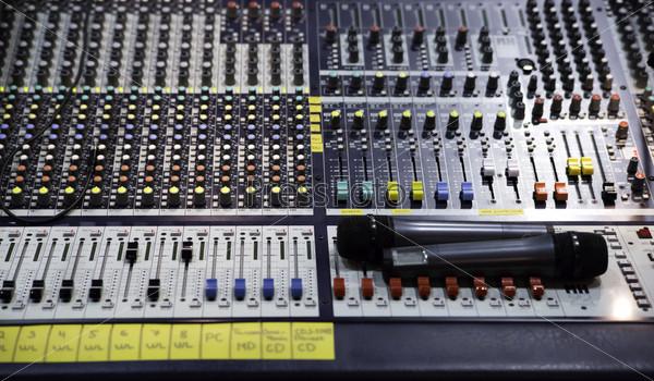 Фотография на тему Микшер с кнопками регулирования