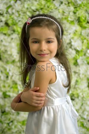 Портрет улыбающейся 5-летней девочки