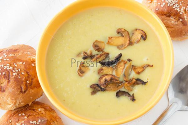 Фотография на тему Суп-пюре из лука-порея с жареными нарезанными грибами