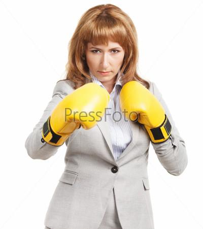 Бизнес-леди в боксерских перчатках