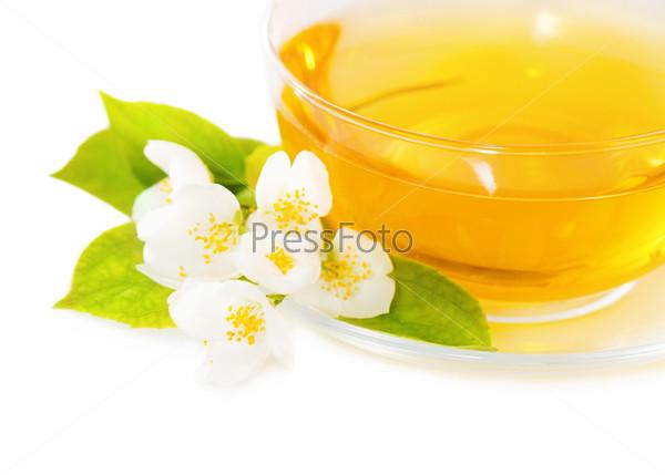 Фотография на тему Чашка чая с жасмином, изолированная
