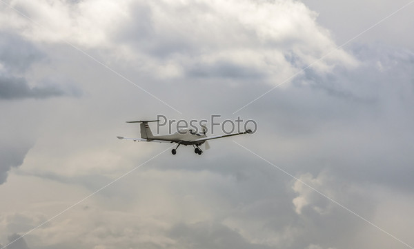 Фотография на тему Самолет, летящий в небе