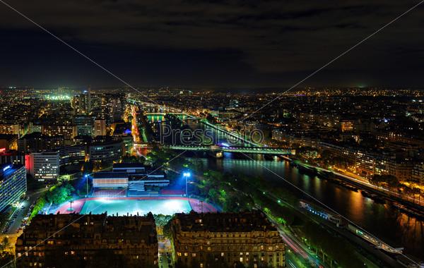 Город Париж ночью