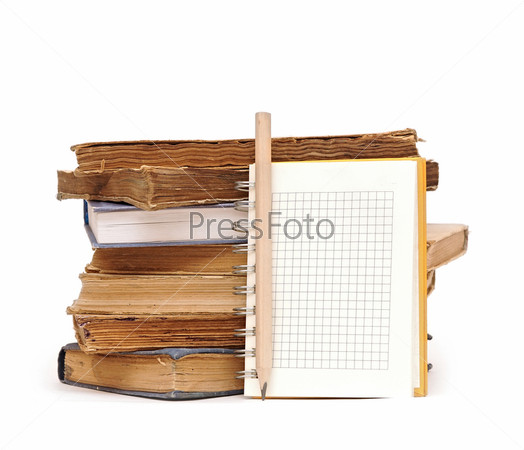 Фотография на тему Карандаш, блокнот и стопка книг на белом фоне