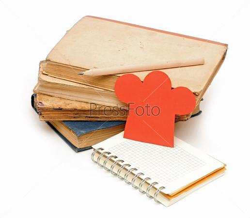 Фотография на тему Кодпак шеф-повара на стрпке книг и блокнот для ваших рецептов, меню