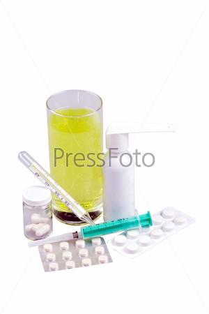 Фотография на тему Медицинские принадлежности, таблетки и капсулы, спрей для горла и напиток