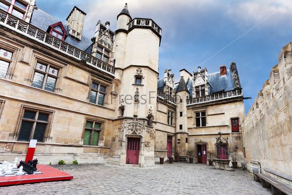 Парадный двор в музее Клюни в Париже