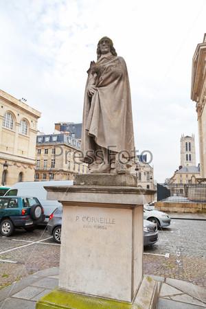 Статуя Пьера Корнеля в Париже