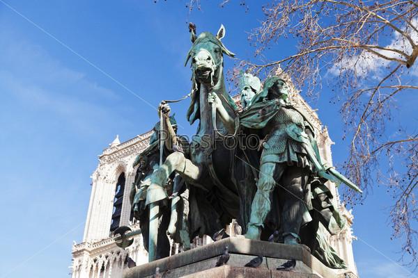 Фотография на тему Статуя Карла Великого
