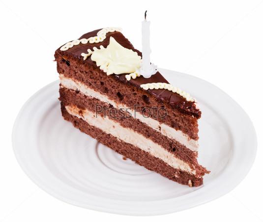 Кусок шоколадного торта со свечой