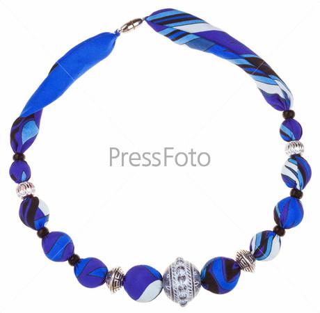 Синее шелковое и металлическое ожерелье ручной работы