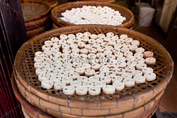 Фотография на тему Производство миндального печенья