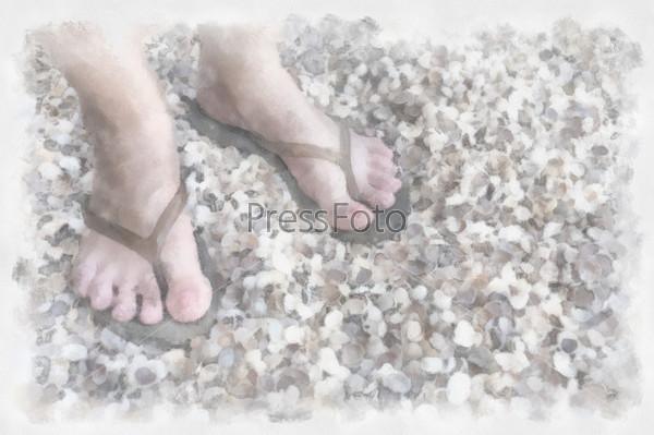 Ноги на морском пляже с ракушками
