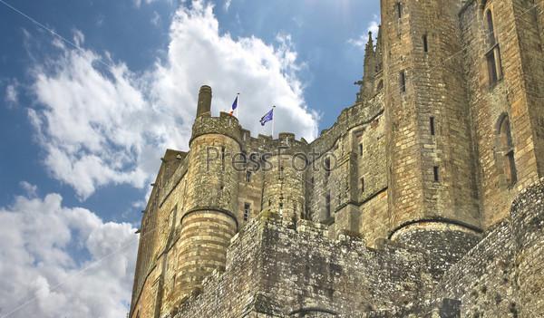 Стены аббатства Мон-Сен-Мишель. Нормандия, Франция