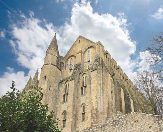 Фотография на тему Башня в аббатстве Мон Сен-Мишель. Нормандия, Франция